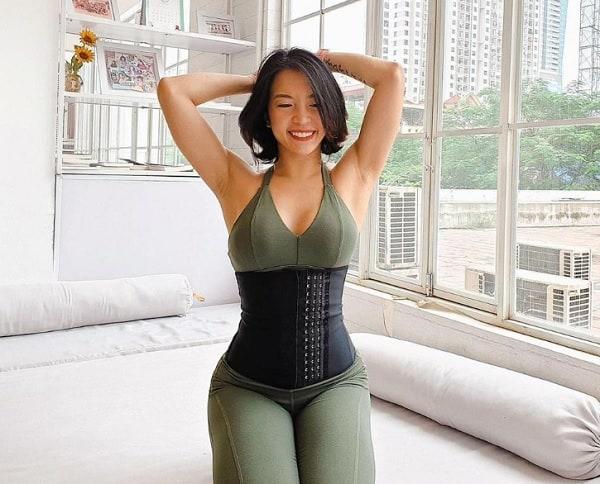 Nên dùng đai nịt bụng Corset hay Latex. Đai nịt bụng tốt cho phụ nữ sau sinh. Đai nịt bụng latex
