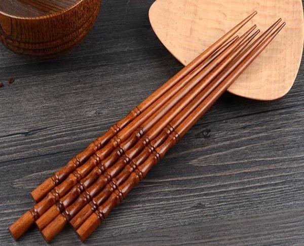 Nên dùng đũa inox hay đũa tre? Đũa nào rẻ nhất? Đũa tre