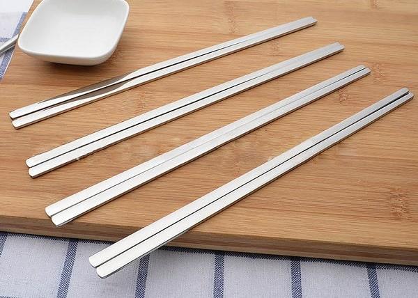 Nên dùng đũa inox hay đũa tre? Đũa nào an toàn nhất? Đũa Inox