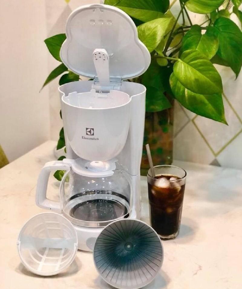 Máy pha cà phê Electrolux giá dưới 1 triệu tốt nhất. Máy pha cà phê giá rẻ. Máy pha cà phê Electrolux ECM1303W