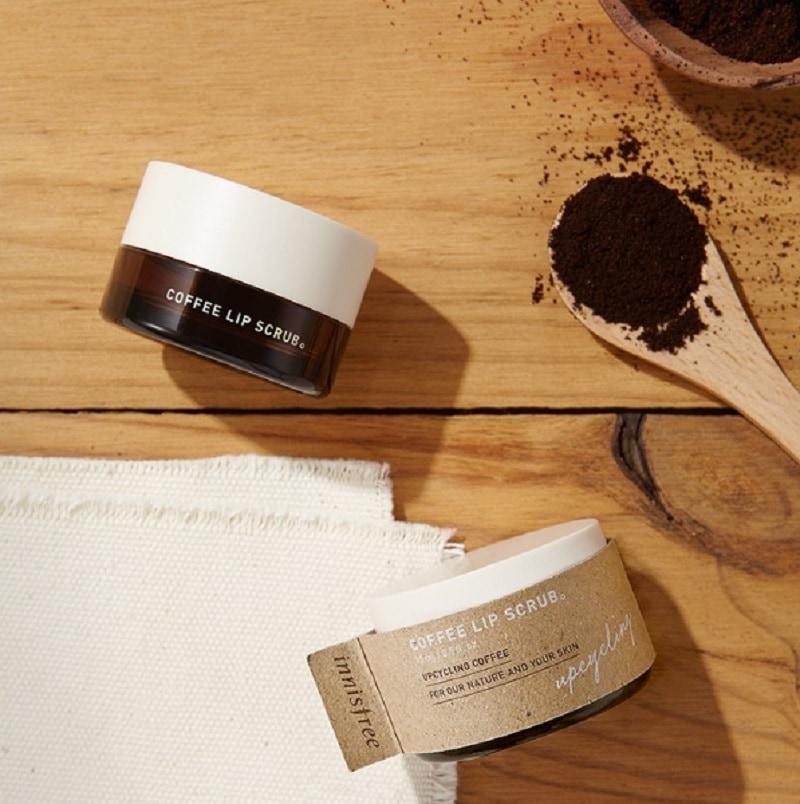 Tẩy da chết cho môi Hàn Quốc loại nào tốt? Kem tẩy tế bào chết môi Innisfree Coffee Lip Scrub