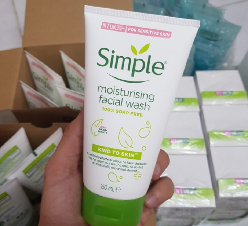 Sữa rửa mặt dưỡng ẩm cho da khô. Sữa rửa mặt dành cho da khô tốt nhất hiện nay. Sữa rửa mặt Simple Kind To Skin Moisturizing Facial Wash