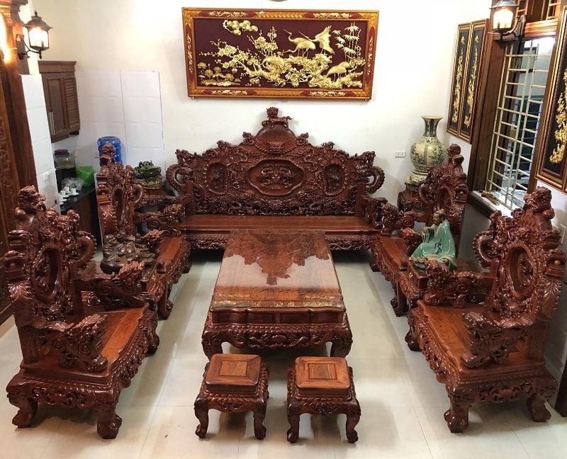 Nên mua bộ bàn ghế gỗ hay sofa