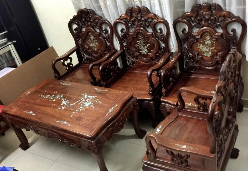 Nên mua bộ bàn ghế sofa hay gỗ cho phòng khách?