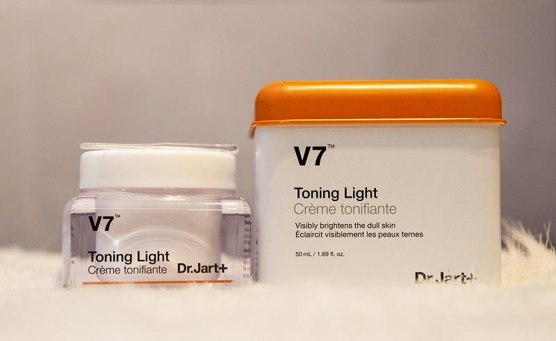 Kem dưỡng da V7 Toning Light có tốt không?